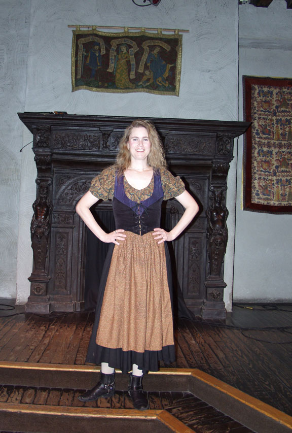 Wench Nellie at The Medieval Manor